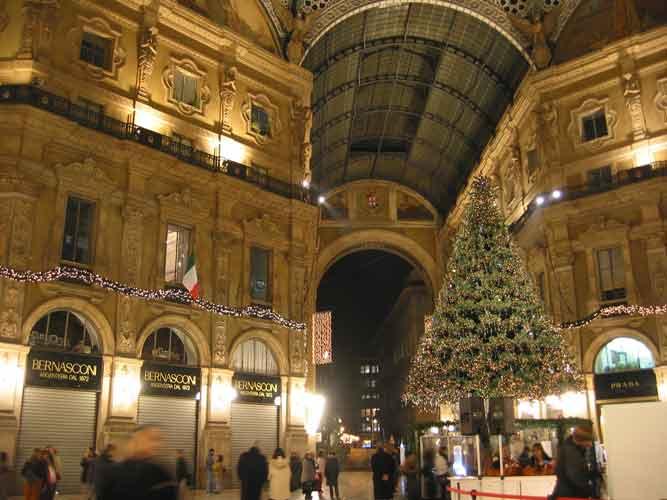 La stazione di milano centrale un grande centro commerciale for Hotel milano centro economici